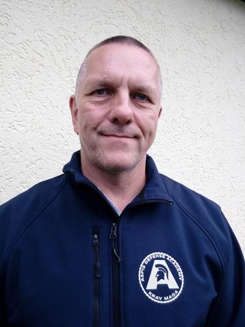 Andi fungiert als Trainer für die Aspis Defense Academy
